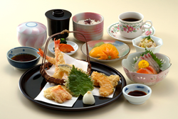 Tempura Meal  1,800 yen (tax excl.) (Lunch: 1,500 yen tax excl.)